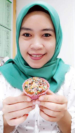 Happy birthday to me.. 😂Alhamdulillah Bananamuffins By Me Homemade Cake Happy Ready To Eat Young Women Portrait Smiling Looking At Camera Eating Women Happiness Holding Sweet Food Close-up Dessert Cupcake Holder Cake