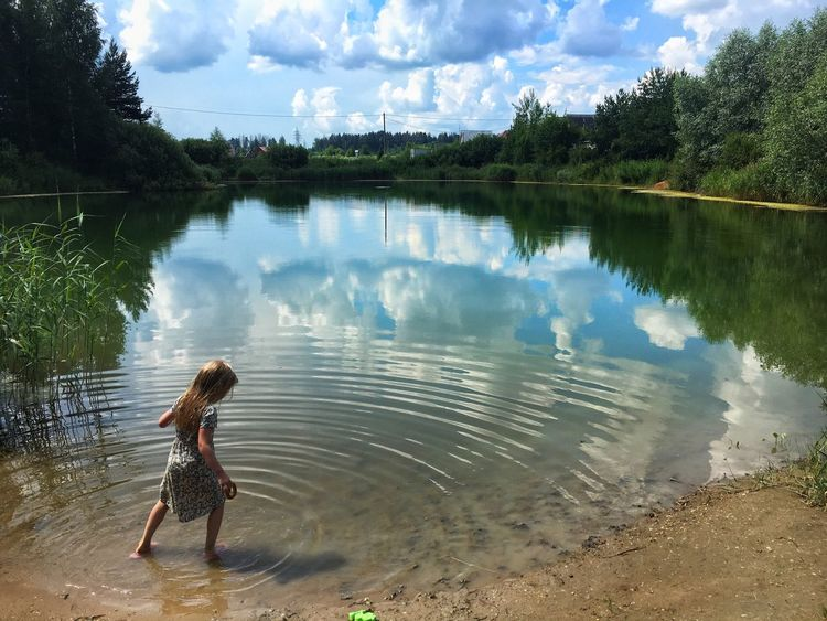 Sunmertime Check This Out Showcase July Showcase July 2016 Summertime Summertime In Russia Lake View Girl Playing Reflection Water Reflections Water And Sky Water And Landscape Summer Outside Photography Children Photography Russian Girl Russia Tuchkovo Nature People In Nature Hot Summer Day Weekend Fun Child Beauty Natural Beauty