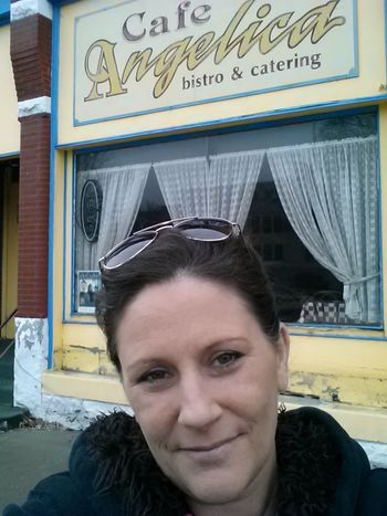 Architecture Bistro Building Exterior Built Structure Headshot In Front Of JustJennifer@TruthIsBeauty Lifestyles Looking At Camera Outdoors Person Sunglasses TruthIsBeauty Photographic Art Window Shopping Windows Young Adult