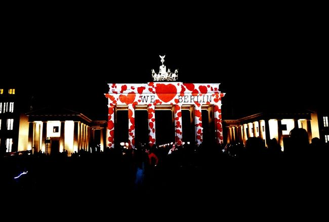 Berlin Berlin Mitte Brandenburger Tor Brandenburg Gate Festivaloflights Nightphotography Weloveberlin Love Berlin Love Hearts