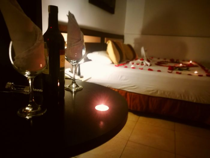 Vive el amor a cada momento ! Hoteleria Hoteles Love Wine Romance Night Guayaquil MC Suites Hotel Drink Table Close-up Food And Drink