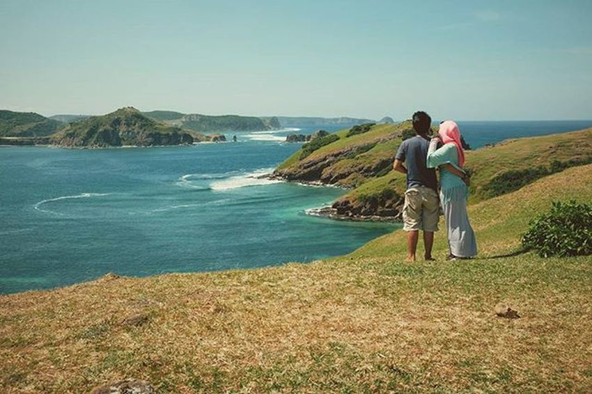 """""""We come to love not by finding a perfect person, but by learning to see an imperfect person perfectly."""" Prewedding Pulaulombok Beach Lombokisland Gilitrawangan  Photooftheday Traveling Visitindonesia Terfujilah Fujifilm Fujifilm_xseries Fujifilm_id Fujifilmxt10 Fujixt10 Xt10"""