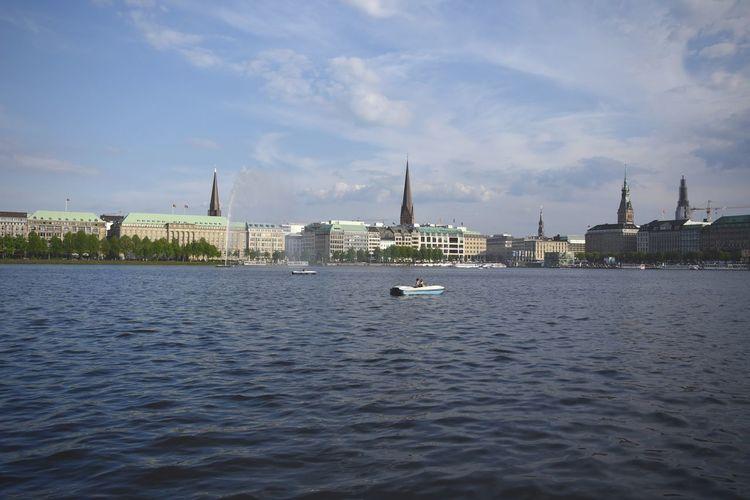 Alster Boat Chilling Hamburg Outdoors River Spring Travel Destinations