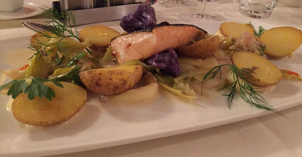 Healthy Food At The Restaurant Hauptspeise Lachs Saumon Salmone