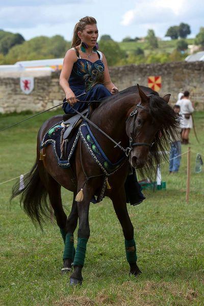 Horse Cheval Princesse Princess Cavaliere Middle Ages Medievale Moyen âge Amazone Amazonas