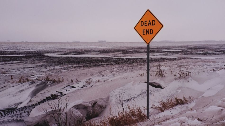 January 6, 2016 QVHoughPhoto FujiFilmX100 Fargo Northdakota Winter Snow Landscape Deadend Sign MidWest Fresh2