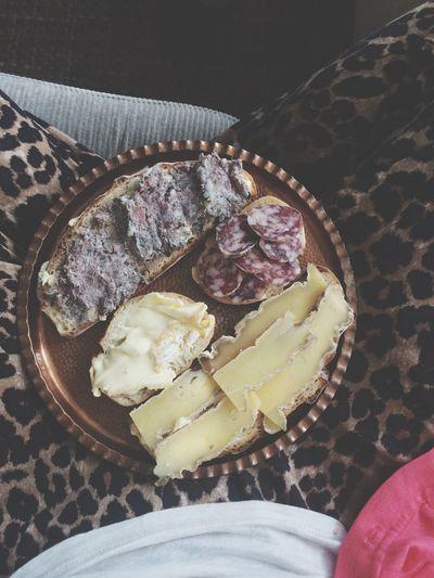Brotzeit mit Käse, Salami und Leberwurst. Dinner