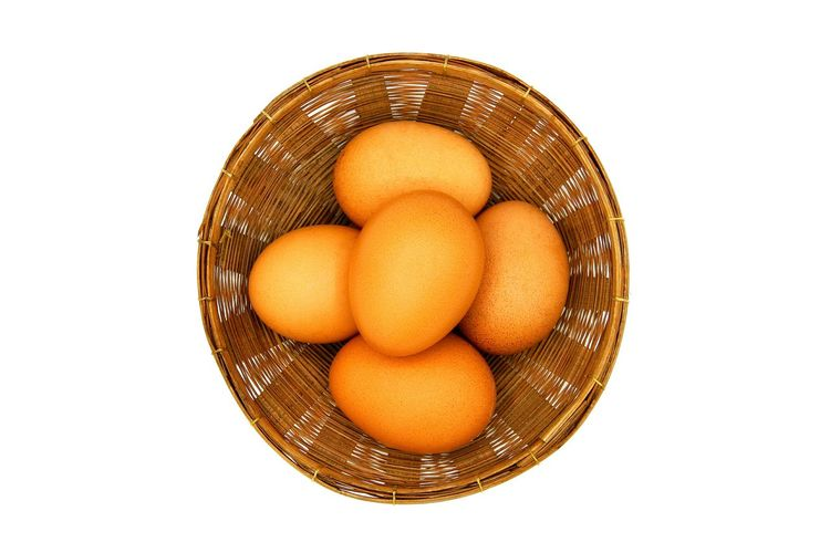 Top view Eggs in wooden basket isolated on white background Chicken Cooking Egg Yolk Farm Nature Refreshment Close-up Die Egg Eggshell Food Food And Drink Freshness Healthy Eating Hen Ingredient Isolated White Background Kitchen Preparation  Protein Studio Shot Uncooked Wooden Basket