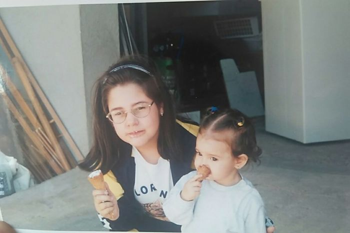OMG, my big sis and I, I'm crying😂😂😂😂😂😂 Two People Togetherness Oldpicture Oldphotos Oldphoto Childhood Memories Childhooddays Childhood Childhoodmemories Childhood Photos Icecream🍦 Ice Cream Icecream