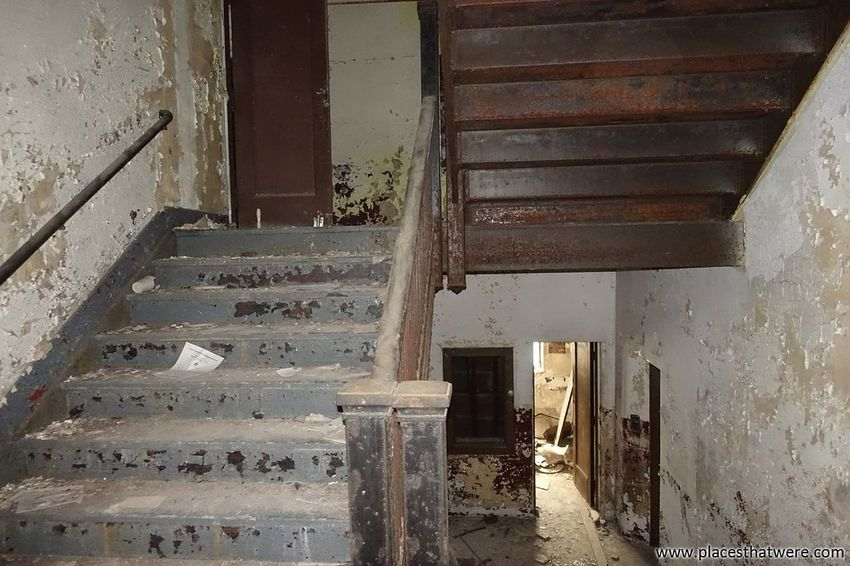 Old Stairs. more at www.placesthatwere.com Stairs Staircase Stairway Decay Rotting Weathered Ruins Urbex Creepy Eerie Abandoned & Derelict Urban Decay Abandoned Buildings Abandoned Building Masonic Temple Urban Exploration Rust Belt Abandoned Places Architecture Water Damage Peeling Paint Steps Abandoned Abandoned Ohio Railing
