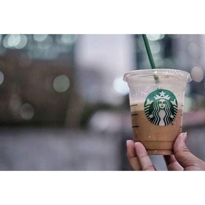 Sometimes you just need the cup with the little green straw.. Starbucks Starbuckscoffee Anakkopi Manmakecoffee igerscoffee coffeetime coffee coffeeaddict ngopidoeloe brotherhoodofcoffee coffeelover hobikopi ngopi latepost instacoffee coffeeporn