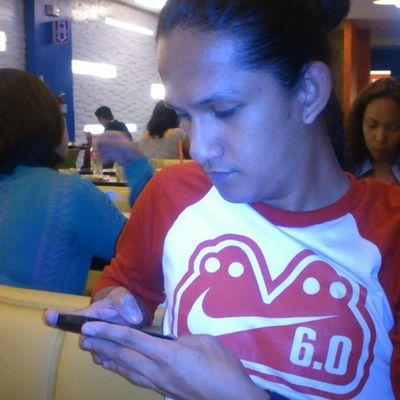 My boyfriend. I love him ♥ Ilovehim Boyfriend Bestboyfriend Nikeph Nike Shirt Tees Red Busy Candidshot Instaphoto Instagood Instamood Photooftheday Igx3 Igmanila Ig23 @yoingreso ♥