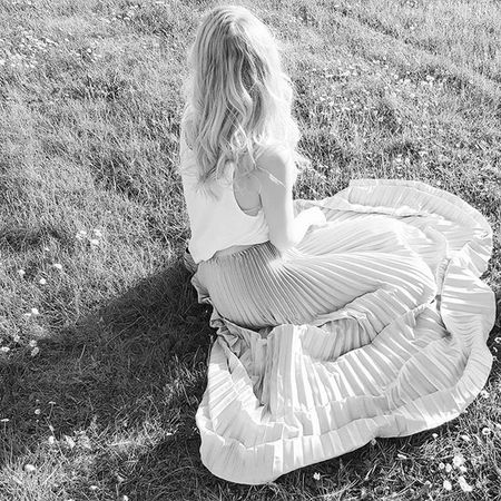 / So fühlt sich Sommer an.😊😄🌼🌻🌹🐟 Likeamermaid Summer Girl Blonde Skirt Magic Fairytale  Loveit Dreamsdocometrue Saturday Weekendlover Sunny