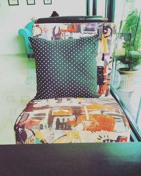 เก้าอี้ตัวเก่า ว่าง