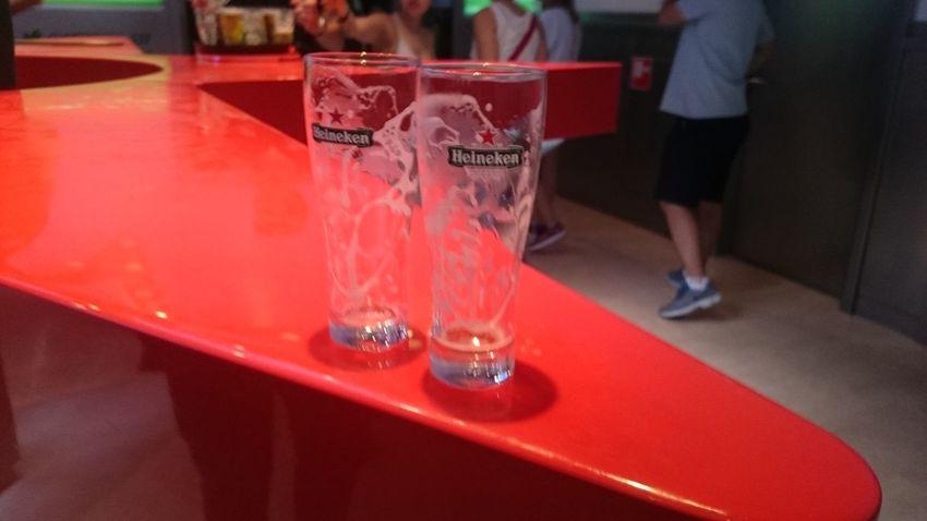 Después de Tomarnos una Cerveza en la Fábrica de la Cerveza Heineken en Amsterdam