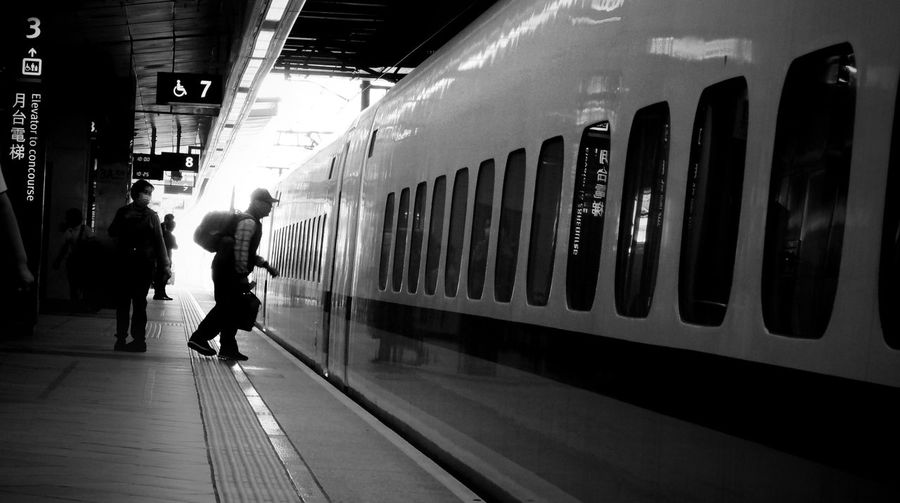 Black And White Photography Black Black And White Train Street Photography Street Transportation People Full Length Real People Mode Of Transportation Lifestyles Railroad Station Railroad Station Platform Rail Transportation Public Transportation Travel Men Walking Adult