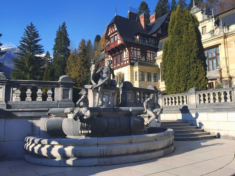 Castle Palace Peles Peles Castle Attraction Statue Garden Balcony Rock Beauty Architecture Old EyeEm Best Shots The Tourist
