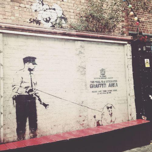 London Walking Around Eyemtravelaward2015 The Traveler - 2015 EyeEm Awards Urban Geometry Streetart Banksy