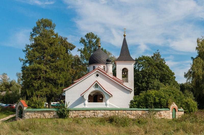 Trinity Church, Russia, Polenovo Russia. Polenovo Polenovo Tula Oblast Tree Spirituality Sky Religion Place Of Worship Outdoors No People Nature Museum Grass Dome Daylight Day Cloud - Sky Built Structure Building Exterior Architecture Tula Travel Russia Church Bekhovo Autumn