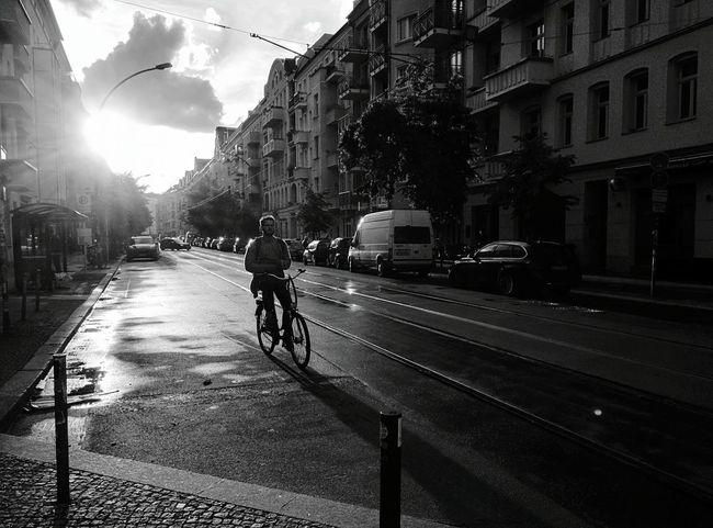 Day 352 - Bike sunrise Berlin Blackandwhite Streetphotography Monochrome Photography Streetphoto_bw Bike 365florianmski 365project Day352