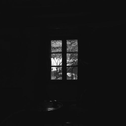 Quitest place Window Indoors  No People Day Vscocam Shootermag VSCO Shootermag_france Blackandwhite Black And White Black & White My Year My View Indoors  Vscofrance