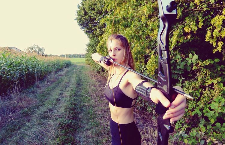 Im in Love with bow bow... Blonde Girl Crossfit Archery Healthy Lifestyle Outdoors Nature From Where I Stand Fitnessmotivation Body & Fitness Fitness Hobbies Archery Girl Bow Bestoftheday Photooftheday Arrow EyeEmBestPics