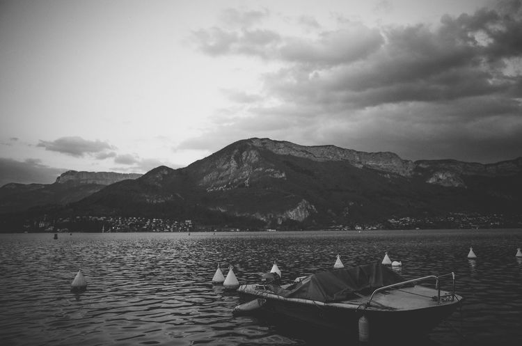 Un moment. Annecy, France Film Photography France Lake Lake Black And Whiet Lake View Lake View Black And Nature Black And White Nature Photography No People No People Outdoors Reflection Reflections In The Water