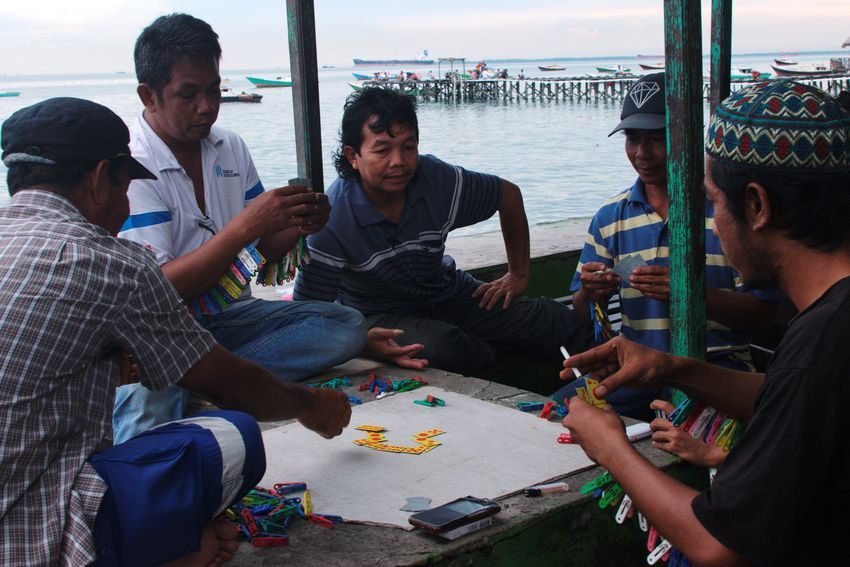 Balikpapan, February 2018 Waterthatfeeds Streetphotography Documentaryphotography Candid UNPOSED Play Card Cards Domino Friendship Togetherness Men Playing Beach Party - Social Event Water Adults Only Outdoors People Day Lifestyles Real People Only Men Adult