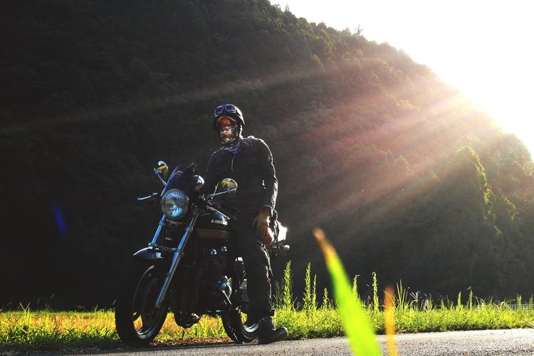 Motolife Real People Lifestyles One Person Grass Grassland Motorbike Rider Kawasaki Zephyr ThatsMe Kawasakistyle Sunset_collection I Love Nature! Low Angle View EyeEm Selects Green Color 下関 恋するカレン