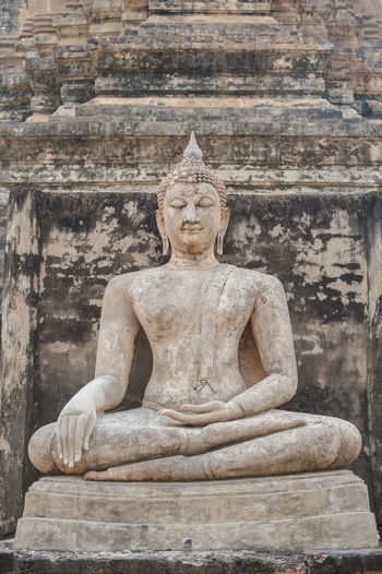 Religion Belief Art And Craft Sculpture Spirituality Statue Male Likeness Architecture Representation Place Of Worship Human Representation Creativity History Ancient The Past Built Structure No People Ancient Civilization Stone Material Idol Posture Carving