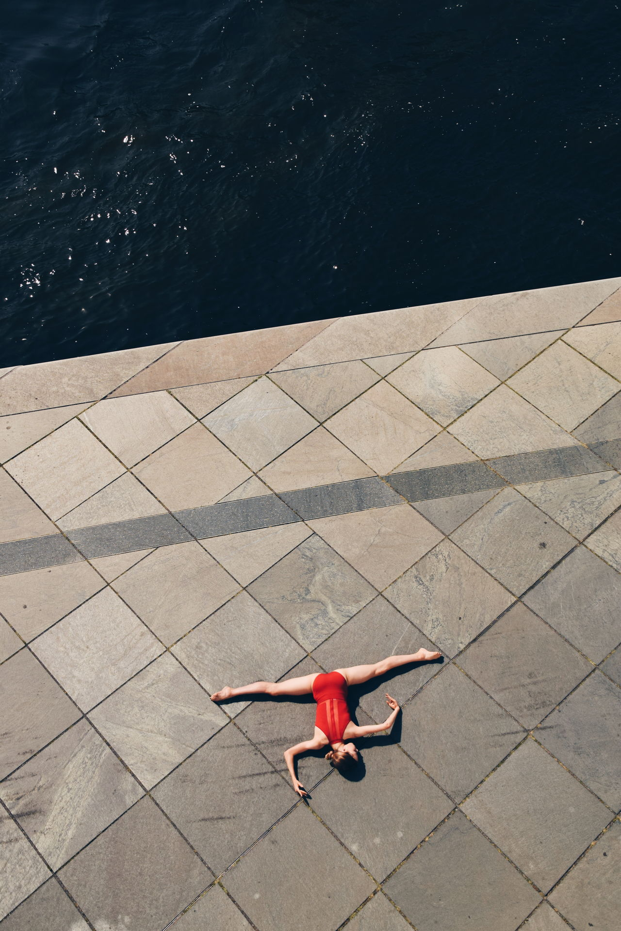 HIGH ANGLE VIEW OF CHILD ON SWIMMING POOL AT SEA