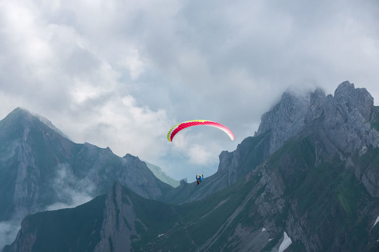 Keepitwild Earthoutdoors Outdoor Switzerland Mountain Liveoutdoors Ourplanetdaily Mountainshots Schweiz Mountains Swiss Alps Extreme Sports Sport Red Adventure Flying RISK Sky Paragliding Parachute Parasailing
