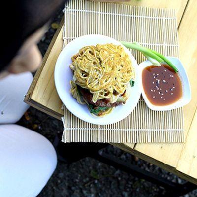 Ramen burger @fco kumpulfoodies 5 Bpnfoodies Dapurbalikpapan Godiscover_foodies Godiscover