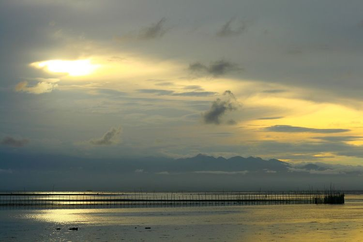 Golden Ray Tranquility Sky Cloud - Sky Sunset Water Sea Nature Scenics Beauty In Nature Tranquil Scene Beach Tranquility Outdoors No People Horizon Over Water Day Architecture