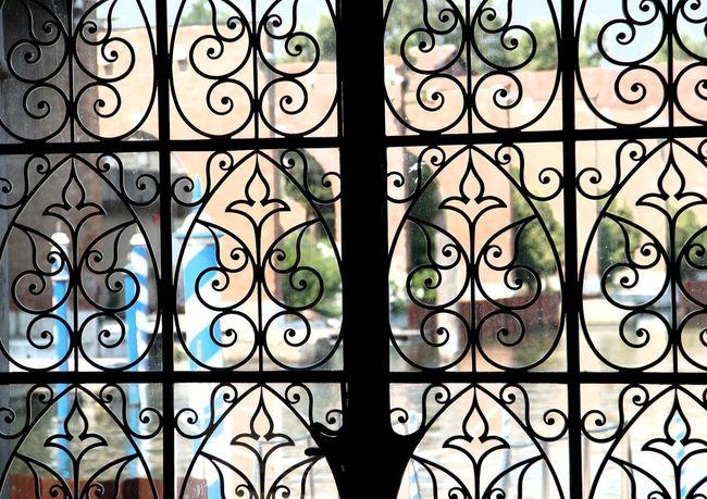 Metal Grate Seamless Pattern Outdoors Eyeemphoto Artphoto Scultpure Firsteyeemphoto☺ Artphotography Italie Museum Italie EyeEm Selects EyeEm Gallery EyeEm Best Shots Venise Black Arsenal Museum Arsenale Di Venezia Architecture Ferronnerie Doors