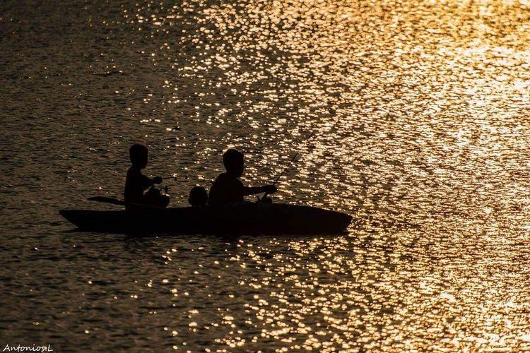 Kids Play Sea Rowing Nautical Vessel Water Oar Sunset Teamwork Silhouette Occupation Gondola - Traditional Boat