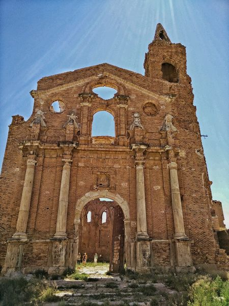 Ruins Cathedral Belchite . Sun