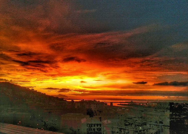 Again from yesterday, a bit earlier. Alba Sunrise Sunrise_sunsets_aroundworld Smartphone Photography Mobilephotography S3 Mini Multi Colored Backgrounds Dramatic Sky Horizon Orange Color Sky Landscape Cloud - Sky Horizon Over Water