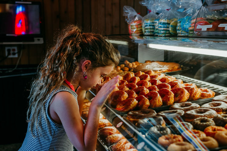 donuts Donuts Bakery Day Donut Shop Food Food And Drink Freshness Girls Indoors  Large Group Of Objects Lifestyles Market One Person People Ready-to-eat Real People Retail  Sweet Food