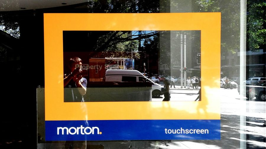 Touch Screen, Is this real? FeBird Streetphotography