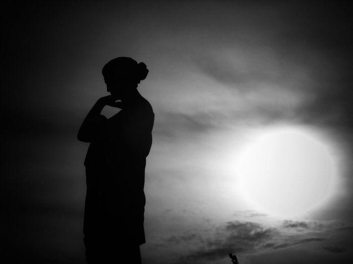 2017/6/25 街拍獵影~背對光明的女神the goddess back to the light 於臺南奇美博物館外 Goddess Sun Taiwan Museum Bw Bw_lover BW_photography B&w Photo B&w Bw Photography B&w Photography Bwphotography Streetphotography Street Street Photography Streetphoto_bw Street Scene Streetphotography_bw b&w street photography Sunrise EyeEmNewHere