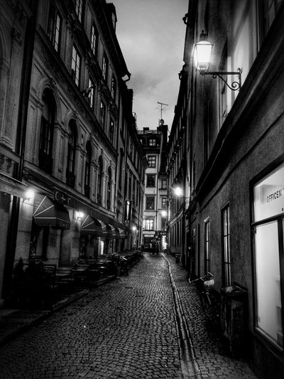Urbanphotography Black And White Old City Narrow Street