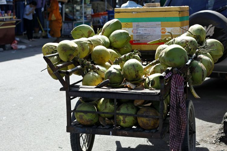 Coconut Coconut Seller Coconuts Coconutsugar Day Food Land Vehicle Mode Of Transport No People Outdoors Selling Cococnut Transportation