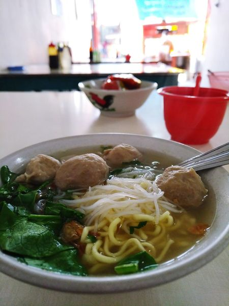 meat ball Blackberry BlackberryKeyOne Meatballs Meatball Meat! Meat! Meat! Table Bowl City Dumpling  Chinese Food Soup Bowl Plate Table Soup Bowl Close-up Food And Drink Cooked Noodles Ramen Noodles Noodle Soup Asian Food