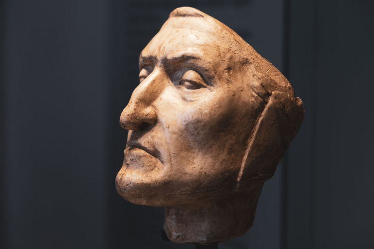 Yeso con forma de Dante Art And Craft Body Part Close-up Human Body Part Human Face Human Representation Museum Portrait Representation Sculpture