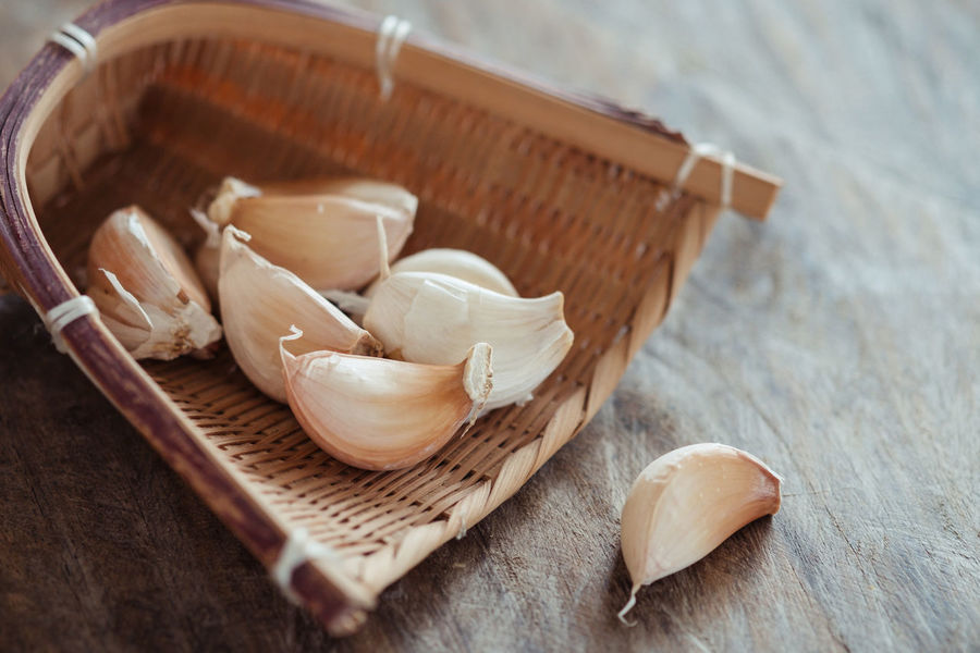 Garlic Bamboo Basket Close-up Cutting Board Day Food Food And Drink Freshness Garlic Garlic Clove High Angle View Indoors  No People Spices Table Wood - Material