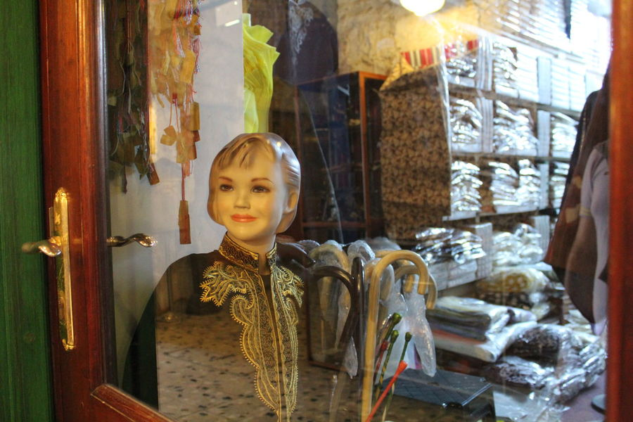Antique Shop Charming Corners Fabricshowroom Mannequin Mannequin Attack! Middle Eastern City Old Shop Showcases Smile Smiling Face Showcase March Learn & Shoot: Balancing Elements Telling Stories Differently The Shop Around The Corner