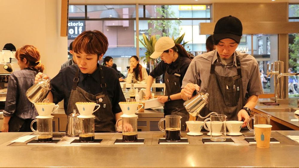 Blue Bottle Coffee People Working Occupation Real People Streetphotography On The Road EyeEm Gallery Taking Photos City Life Finding New Frontiers Expresso  Expresso Coffe Coffee Drip Shinjuku Art Is Everywhere Taking Photo Work Hard Professional Coffee Shop Daily Project The Portraitist - 2017 EyeEm Awards