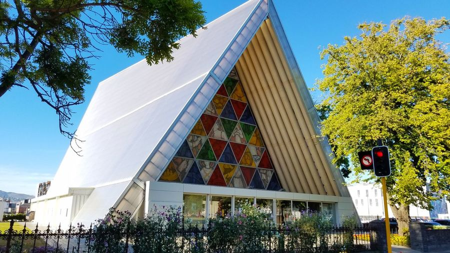 2017 Cardboard Cathedral Cathedral Christchurch Architecture Building Exterior Built Structure Flower Nature Newzealand Outdoors Sky Tree カードボードカセドラル クライストチャーチ ニュージーランド 大聖堂