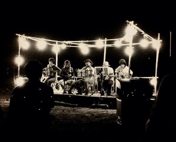 Keep On The Grass Good Performance Concert Folk